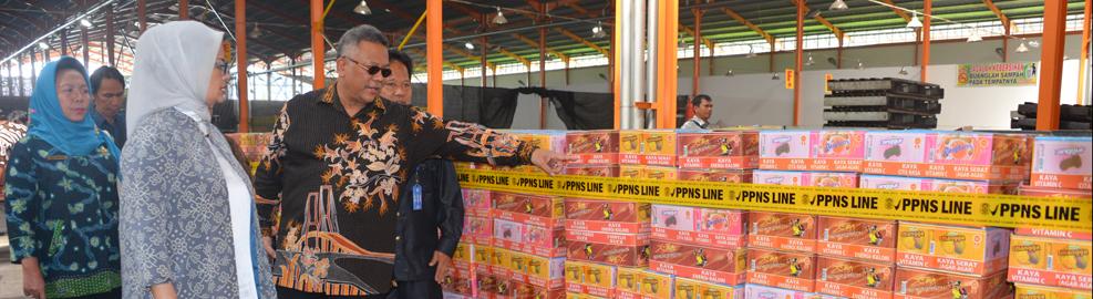Kepala Badan POM Tinjau Temuan Pangan Ilegal di Sarana Produksi Daerah Deli Serdang, Medan - Agustus 2016
